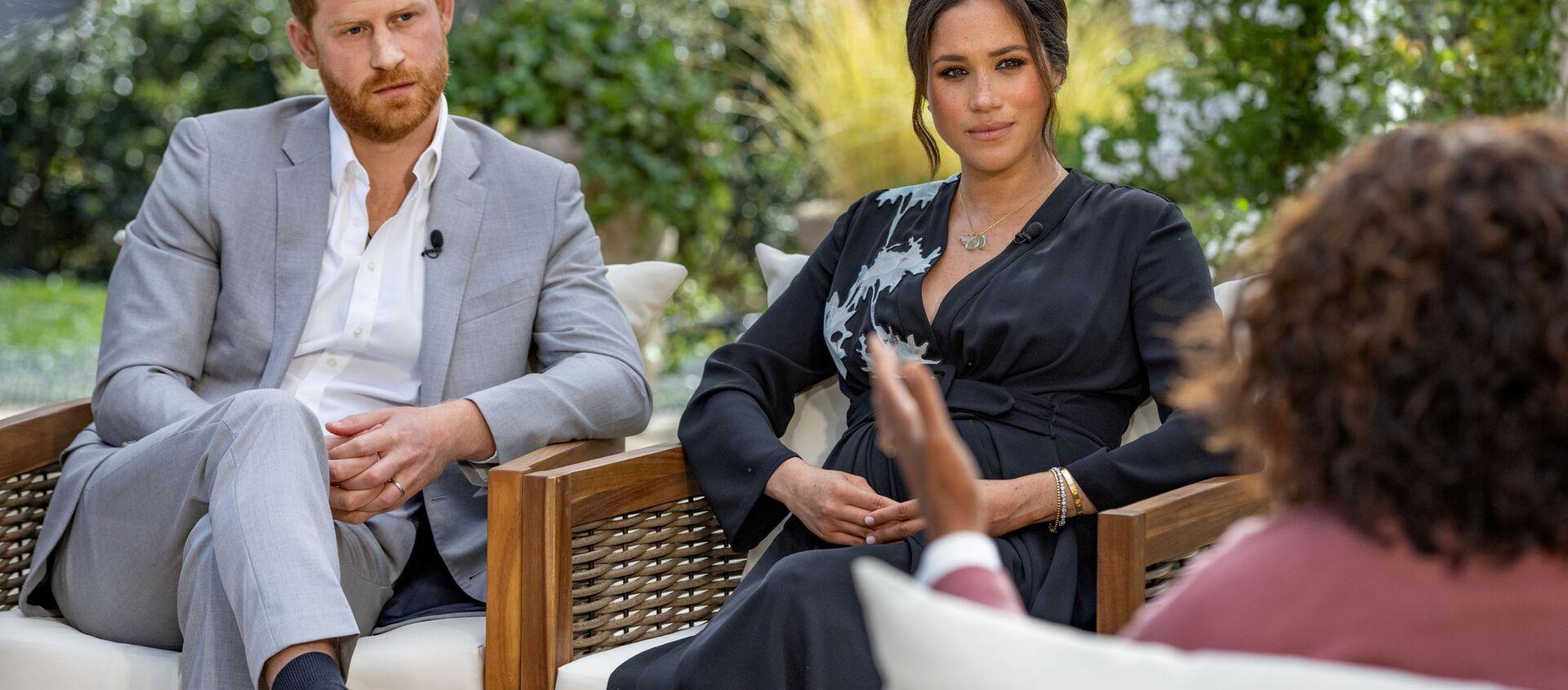 Принц Гарри с супругой Меган Маркл во время интервью Опре Уинфри - Sputnik Армения, 1920, 15.03.2021