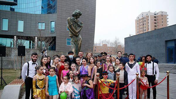 Церемония открытия сквера имени Леонида Енгибарова (15 марта 2021). Еревaн - Sputnik Армения