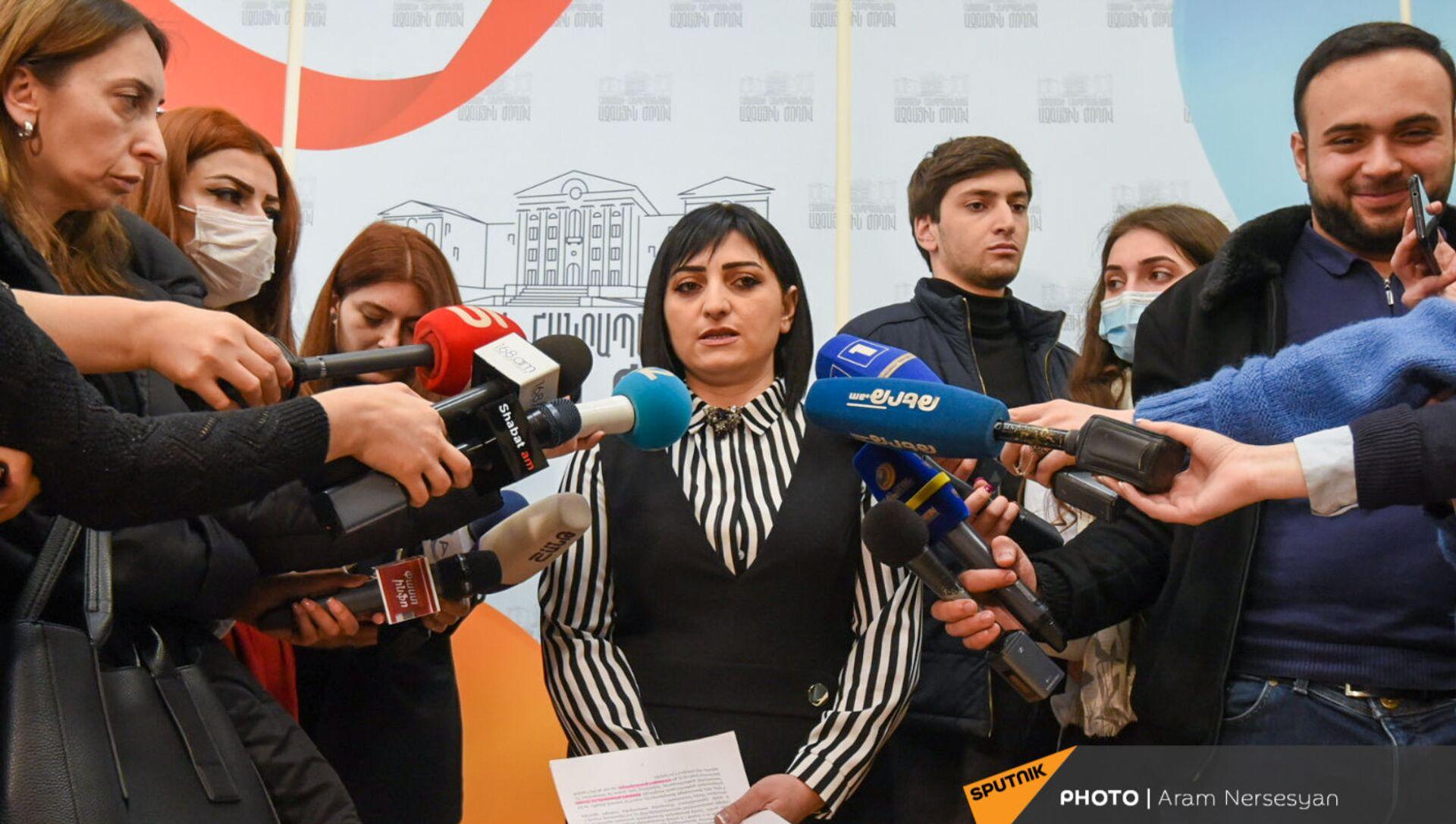Депутат парламента Армении Тагуи Товмасян отвечает на вопросы журналистов (16 марта 2021). Еревaн - Sputnik Արմենիա, 1920, 16.03.2021