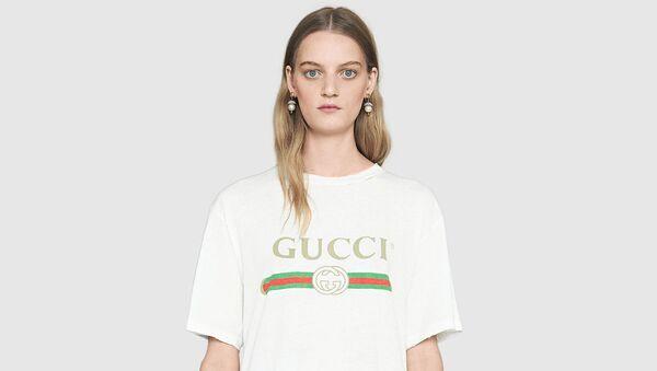 Вся в брендах: 13 лучших белых футболок с логотипами  - Sputnik Армения