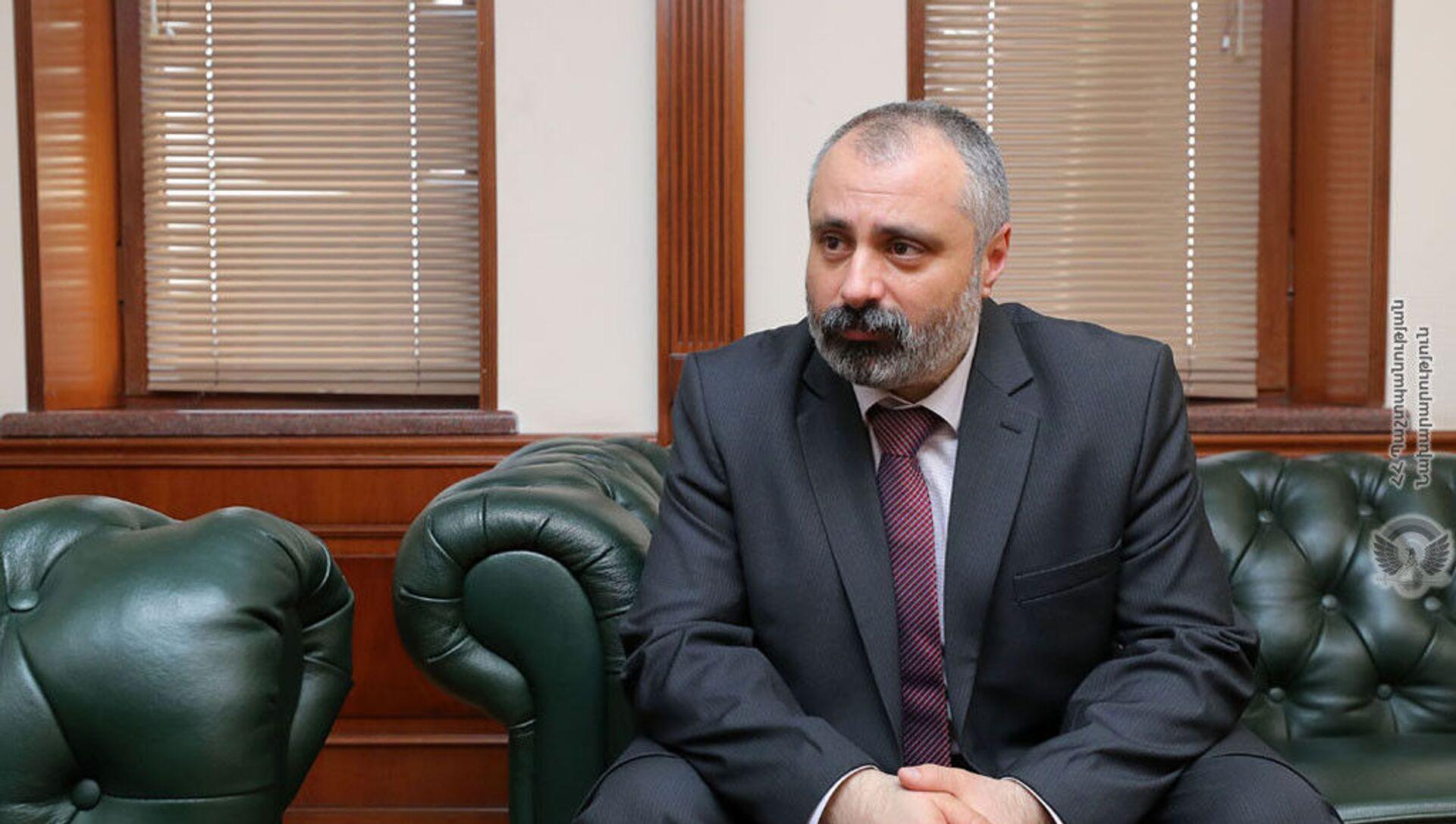 Министр иностранных дел Карабаха Давид Бабаян на встрече с министром обороны Армении (16 марта 2021). Еревaн - Sputnik Армения, 1920, 26.03.2021