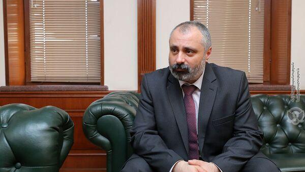 Министр иностранных дел Карабаха Давид Бабаян на встрече с министром обороны Армении (16 марта 2021). Еревaн - Sputnik Армения