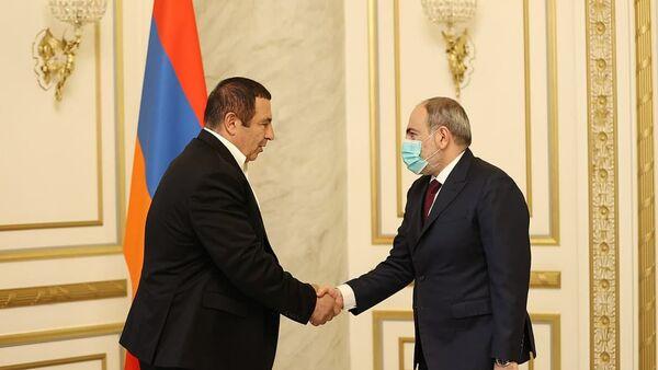 Премьер-министр Армении Никол Пашинян встретился с лидером фракции «Процветающая Армения» Гагиком Царукяном (18 марта 2021). Еревaн - Sputnik Армения