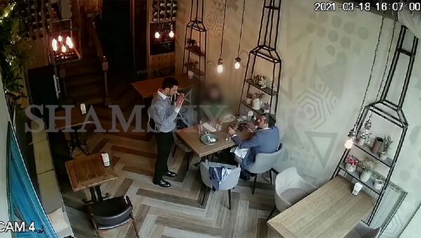 Տեսախցիկը արձանագրել է նախարար Հակոբ Արշակյանի և լրագրող Փայլակ Ֆահրադյանի միջև միջադեպը - Sputnik Արմենիա