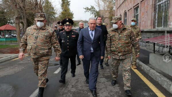 Министр обороны Вагаршак Арутюнян посетил Центральный клинический военный госпиталь Министерства обороны (19 марта 2021). Еревaн - Sputnik Армения