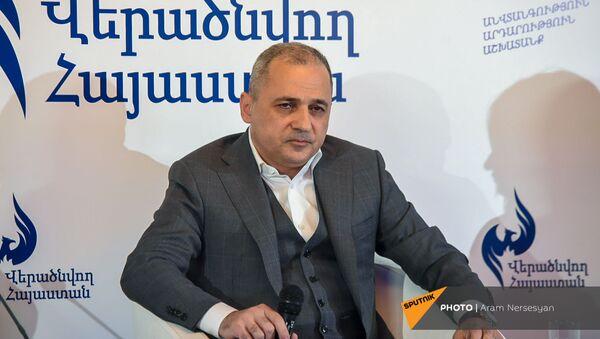 Ваге Акопян на заседании партии Возрождающаяся Армения (20 марта 2021). Еревaн - Sputnik Армения