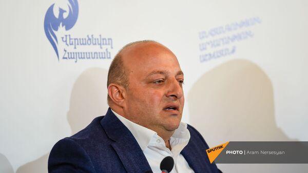 Артур Саркисян на заседании партии Возрождающаяся Армения (20 марта 2021). Еревaн - Sputnik Արմենիա