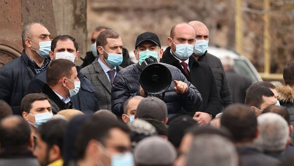Премьер-министр Никол Пашинян во время рабочего визита в Арагацотнскую область (20 марта 2021). Арагацотн - Sputnik Արմենիա