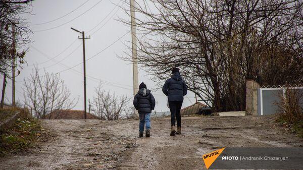 Дети на улице Карагезяна в Иджеване - Sputnik Արմենիա