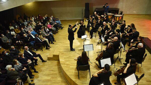 Государственный камерный оркестр Армении и Ереванский Государственный камерный хор исполняют опус И. С. Баха Magnificat (21 марта 2021). Еревaн - Sputnik Армения