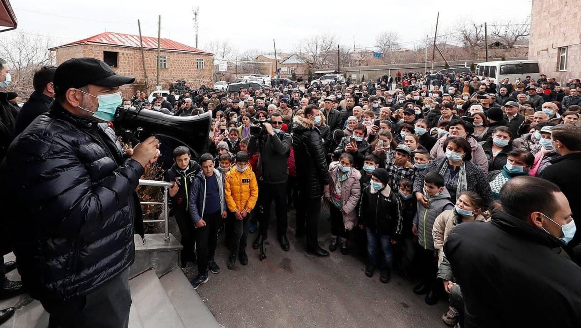 Премьер-министр Никол Пашинян во время рабочего визита в Арагацотнскую область (20 марта 2021). Арагацотн - Sputnik Արմենիա, 1920, 28.03.2021