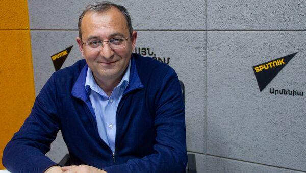 Представитель Верховного органа АРФ Дашнакцутюн (АРФД) Арцвик Минасян в гостях радио Sputnik - Sputnik Արմենիա