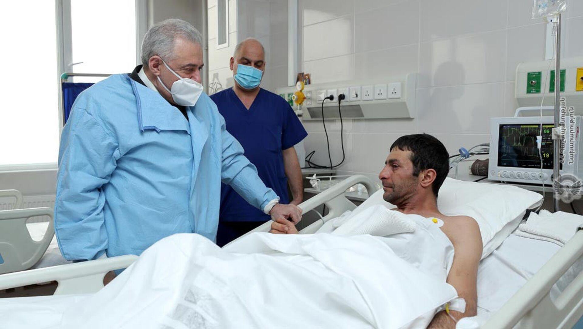 Министр обороны Вагаршак Арутюнян посетил Центральный клинический военный госпиталь (23 марта 2021). Еревaн - Sputnik Армения, 1920, 23.03.2021