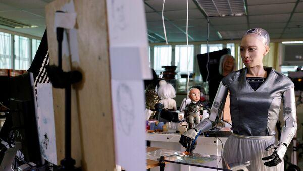 Робот-гуманоид София от компании Hanson Robotics рисует картину, выставленную в дальнейшем на аукцион в Гонконге - Sputnik Армения