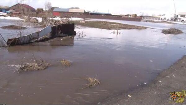 Փրկարարները դադարեցրել են անձրևաջրերի հոսքը և կանխել տների ջրալցումը - Sputnik Армения
