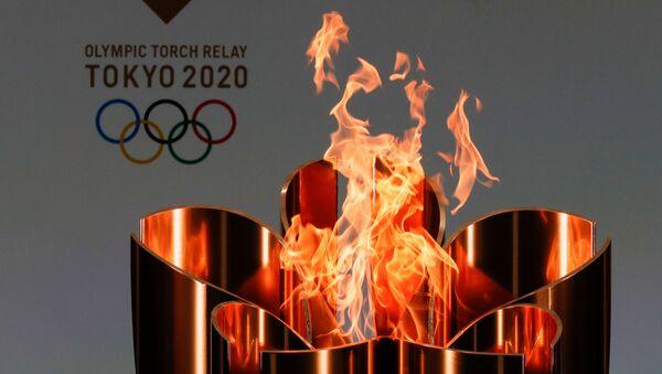 Олимпийский огонь во время эстафеты Олимпийского огня в Токио-2020 в префектуре Фукусима, Япония - Sputnik Армения