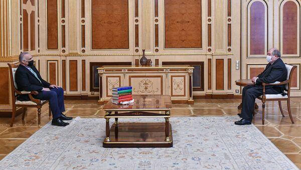 Президент Армен Саркисян встретился с председателем совета партии Наследие Раффи Ованнисяном (25 марта 2021). Еревaн - Sputnik Արմենիա