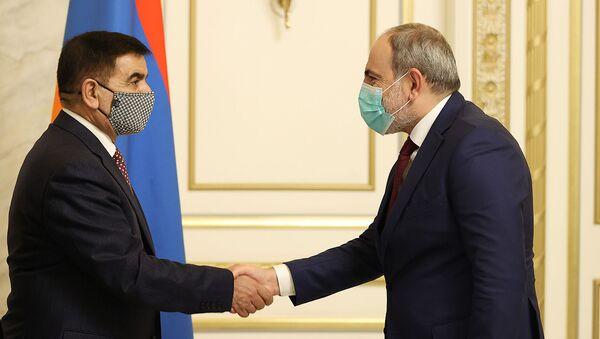 Премьер-министр Никол Пашинян принял министра обороны Ирака Джуму Инада Саадуна Хаттаби (25 марта 2021). Еревaн - Sputnik Армения