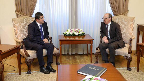 Министр иностранных дел Ара Айвазян встретился с президентом Карабаха Араиком Арутюняном (25 марта 2021). Еревaн - Sputnik Армения