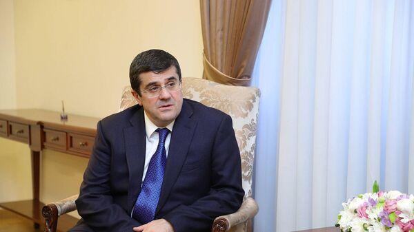 Президент Карабаха Араик Арутюнян на встрече с министром иностранных дел Армении (25 марта 2021). Еревaн - Sputnik Армения