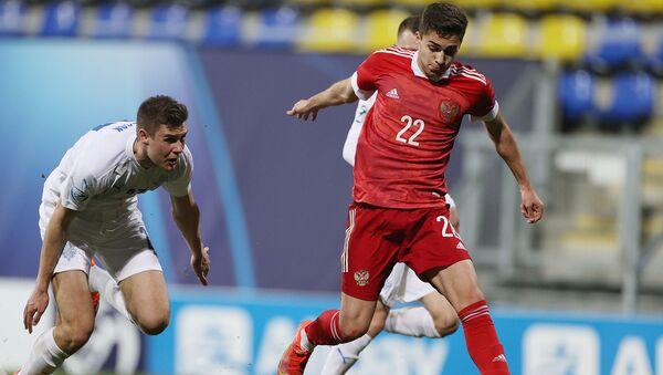 Aтакующий центральный полузащитник молодежной сборной России Арсен Захарян в матче 1-го тура группового этапа чемпионата Европы по футболу 2021 среди молодежных команд между сборными России и Исландии (25 марта 2021). Дьор - Sputnik Արմենիա