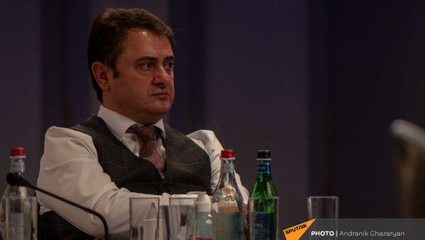 Губернатор Тавушской области Айк Чобанян во время форума по стратегии экономического развития области в 2021-2025гг (26 марта 2021). Еревaн - Sputnik Армения