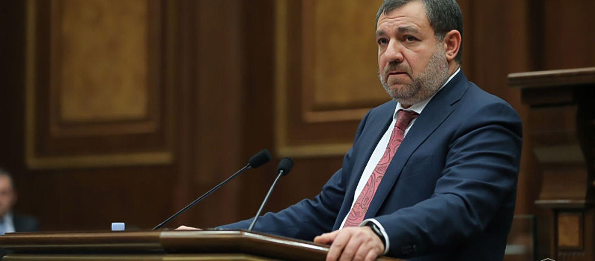 Председатель Высшего судебного совета Рубен Вардазарян отвечает на вопрос депутата во время очередного заседания Парламента (3 марта 2021). Еревaн - Sputnik Արմենիա, 1920, 09.07.2021
