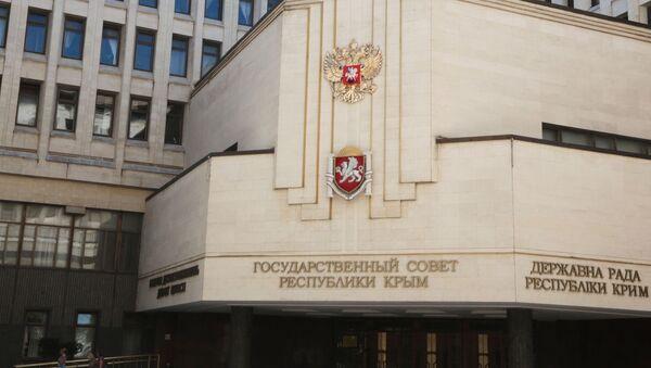 Государственный герб России установили на здании парламента Крыма - Sputnik Армения