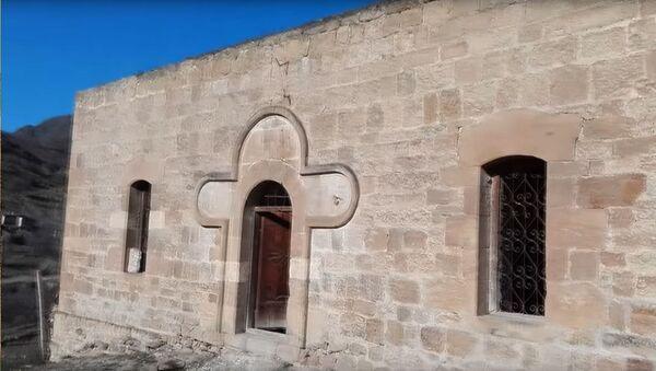 Вход в церковь Св. Егише в Матагисе - Sputnik Армения