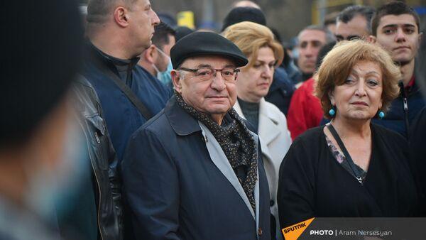 Вазген Манукян на шествии оппозиции (28 марта 2021). Еревaн - Sputnik Армения
