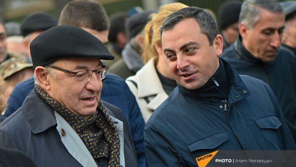 Вазген Манукян и Ишхан Сагателян на шествии оппозиции (28 марта 2021). Еревaн - Sputnik Армения