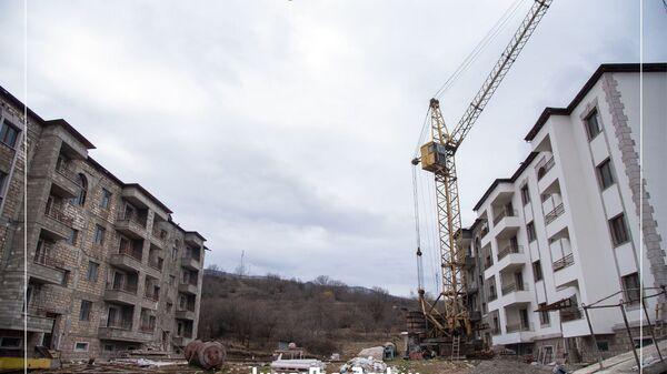 Строительство многоквартирного здания в селе Кармир Шука в Карабахе - Sputnik Армения