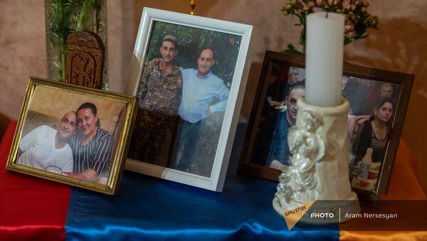Фотографии погибшего военнослужащего Самвела Атояна  - Sputnik Армения
