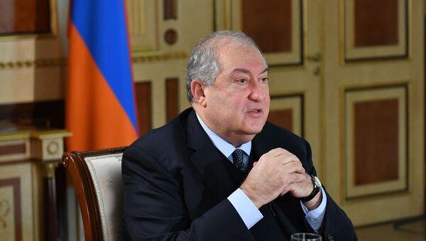 Президент Армен Саркисян во время экслюзивного интервью газете «Аравот» - Sputnik Армения