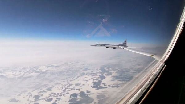 Полеты стратегических ракетоносцев Ту-160 в сопровождении истребителей МиГ-31 - Sputnik Армения