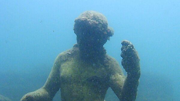 Статуя в затопленном археологическом парке Байи - Sputnik Արմենիա