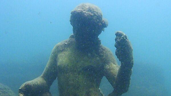 Статуя в затопленном археологическом парке Байи - Sputnik Армения