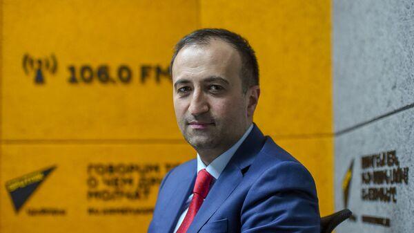 Руководитель аппарата премьер-министра Армении Арсен Торосян в гостях радио Sputnik - Sputnik Արմենիա