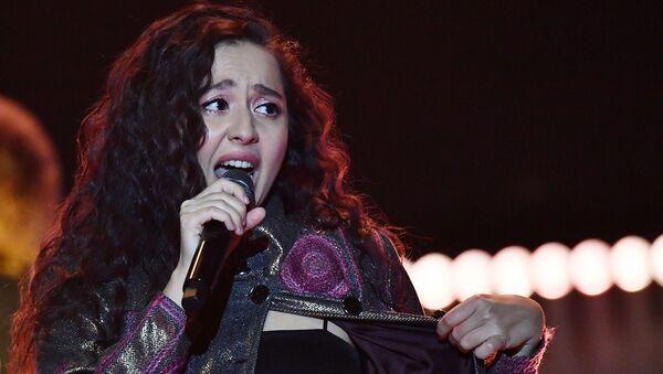 Певица Manizha во время выступления (9 марта 2021). Москвa - Sputnik Армения