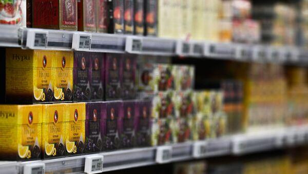 Упаковки с черным чаем в гипермаркете - Sputnik Արմենիա