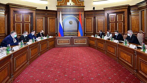 Встреча вице-премьера Армении Мгера Григоряна и заместителя председателя правительства России Алексея Оверчука (1 апреля 2021). Еревaн - Sputnik Արմենիա