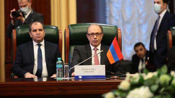 Министр иностранных дел Армении Ара Айвазян на заседании Совета министров иностранных дел СНГ в расширенном формате (2 апреля 2021). Москвa - Sputnik Армения