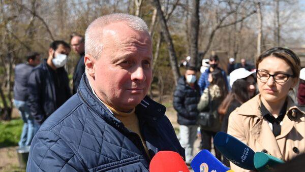 В Парке Победы (Аллея Пограничников) прошла акция Сад памяти (3 апреля 2021). Еревaн - Sputnik Արմենիա