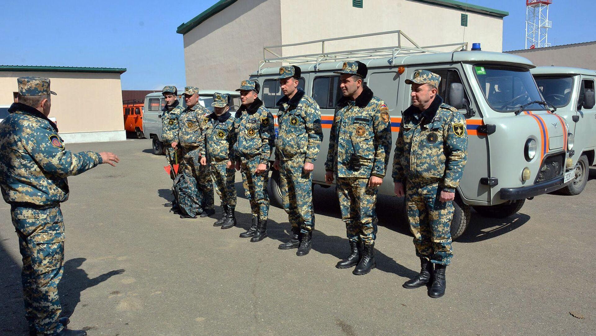 Сотрудники госслужбы по чрезвычайным ситуациям МВД Карабаха - Sputnik Армения, 1920, 28.07.2021