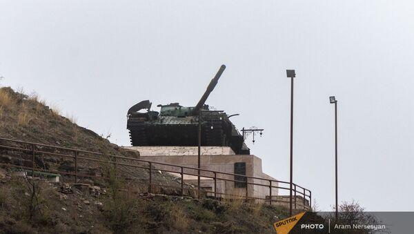 Танк Տ-72, памятник, ознаменующий победу в Шуши, Нагорный Карабах - Sputnik Արմենիա