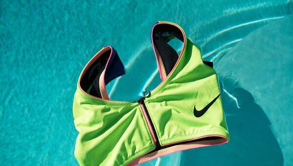 Nike выпустил свою первую экологичную коллекцию купальников из переработанных материалов - Sputnik Армения