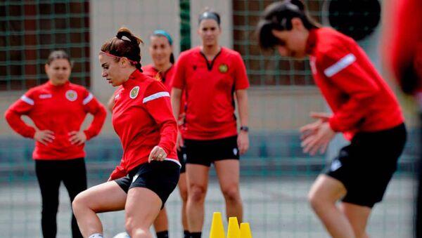 Тренировки женской сборной Армении по футболу - Sputnik Армения