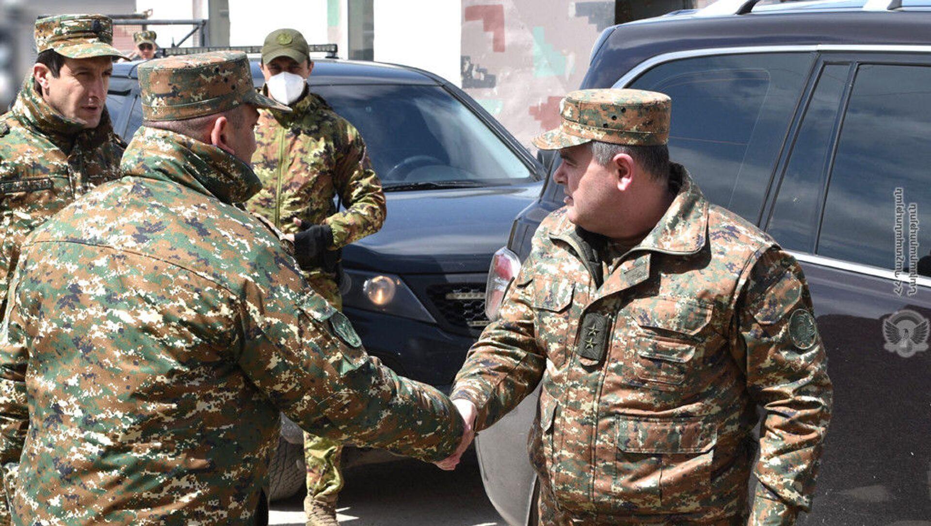 Начальник Генерального штаба ВС, генерал-лейтенант Артак Давтян посетил воинские части для проверки готовности личного состава (7 апреля 2021). - Sputnik Армения, 1920, 27.05.2021