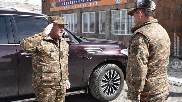 Начальник Генерального штаба ВС, генерал-лейтенант Артак Давтян посетил воинские части для проверки готовности личного состава (7 апреля 2021). - Sputnik Արմենիա