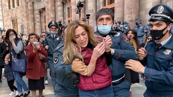 Акция протеста женщин-участниц движения ВЕТО, требующих отставки премьер-министра Пашиняна (7 апреля 2021). Еревaн - Sputnik Армения